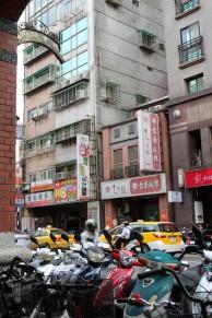 On a adoré se balader dans cette ville où les taxis sont jaunes et les scooters omniprésents.